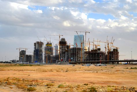 Saudi 'White Land' Fees Spark Unprecedented Drop in Real Estate Sales