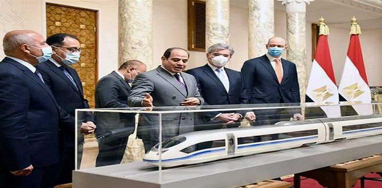 السيسي يطلع على الاتفاق النهائي مع «سيمنز» لإنشاء منظومة القطار الكهربائي السريع