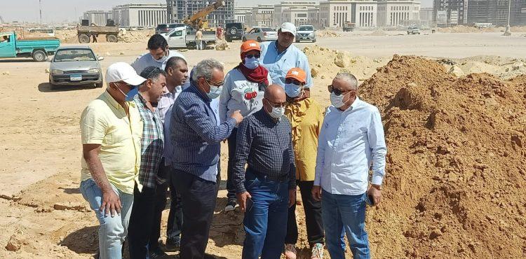 نائب رئيس «المجتمعات العمرانية» يتفقد مشروعات المرافق بالعاصمة الإدارية