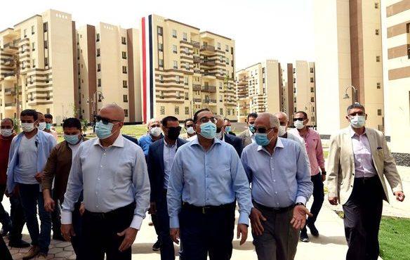 رئيس الوزراء يتفقد الوحدات البديلة لسكان العشوائيات بـ «حدائق أكتوبر»